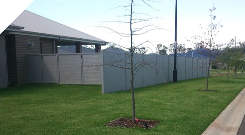 Road Soundwall for Residential Estate Ulludulla, NSW - The QUICKBUILT Fencing - Modular acoustic barrier fencing system easy and fast to install and cost effective. The QUICKBUILT sound barrier fence system has been designed by our team of builders and tradies with the DIY market in mind.
